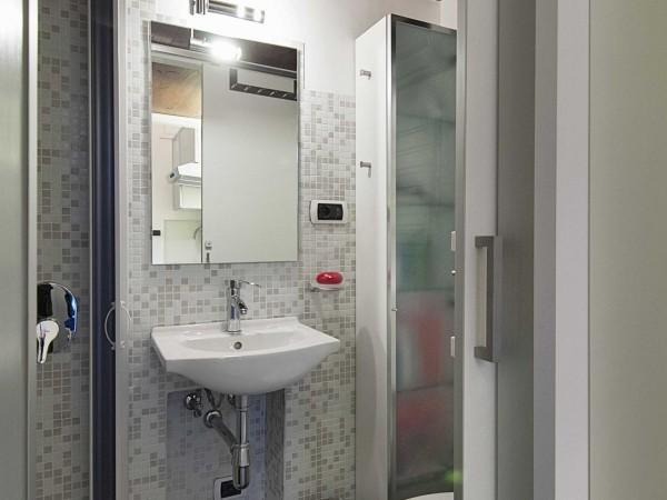 Nhà vệ sinh nhỏ nhưng cực kỳ tiện lợi