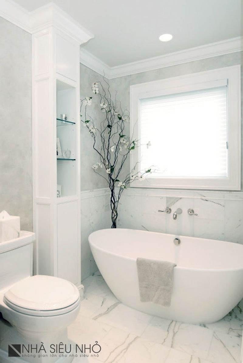 Gam màu sáng, tủ giả cột, cây giả...Có thể biến phòng tắm trở thành một cung điện :D